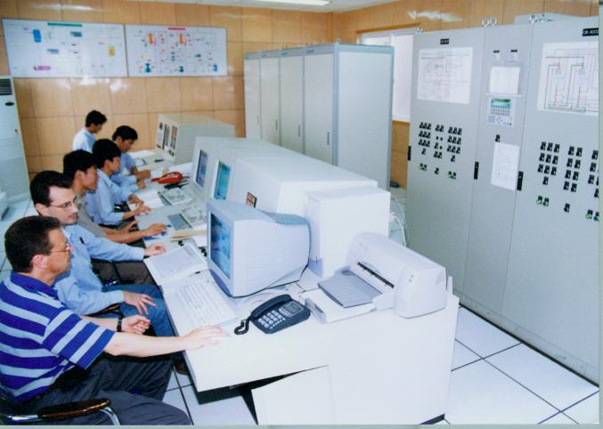 接器、晶体管、锂离子电池壳、电池钢壳盖帽、天线、电缆、开关柜、互感器、整流器、电工仪表等,其中生产电连接器的企业有6家,生产电缆的3家,生产电气开关等设备的15家。从企业规模看,产值过亿元的企业2家,产值在5000万元—1亿元的企业1家,产值在3000万元—5000万元的企业3家,产值3000万元以下的有18家。 软件业是我市的新兴产业,九五期间,我市尚没有1家国家认定的软件企业或软件产品,经过十五期间的努力,软件业开始起步。现有1家企业通过软件企业认定,有1个具有自主知识产权的软