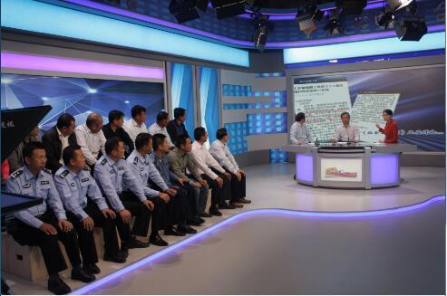 泰兴交警大队联合市电视台以压降新334省道交