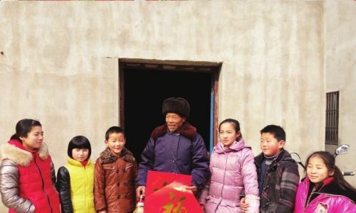 黄桥镇新洋村校外辅导站组织学生慰问村里孤寡老人