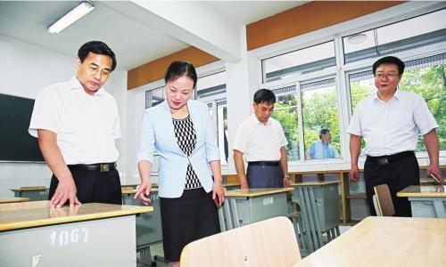 张育林、刘志明等市领导检查高考准备工作
