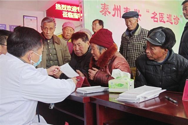 """古溪镇""""三解三促""""群众工作队开展""""名医巡诊""""活动"""