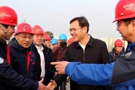 市领导走访慰问常泰长江大桥建设者