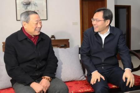 刘志明、张坤走访慰问在城老干部