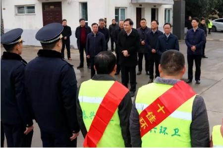 刘志明、张坤等市领导慰问一线干部职工